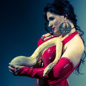 Bellydancer-Snakecharmer Caitlyn Dance Act