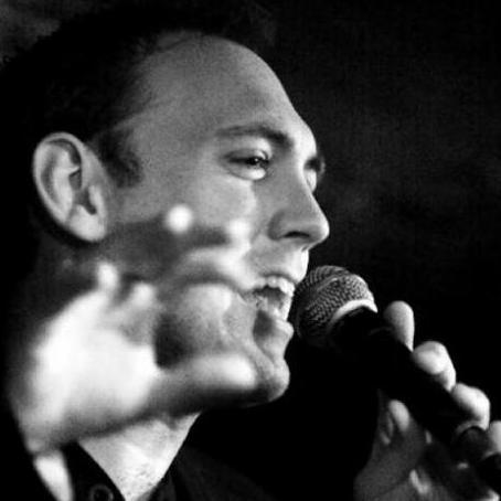 Simon Williams Singing Guitarist
