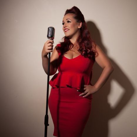 Holly Jayne Vocalist Wedding Singer