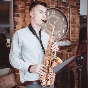 Dom Plays Sax Saxophonist