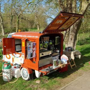 The Cats & Dogs Cafe Crepes Van