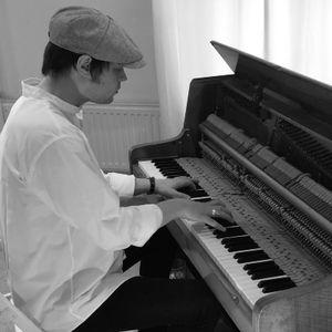Joe Glossop Pianist