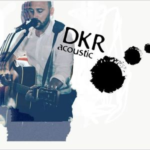 DKR Acoustic Singing Guitarist