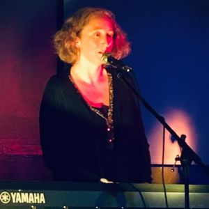 Anna Jones Singing Pianist