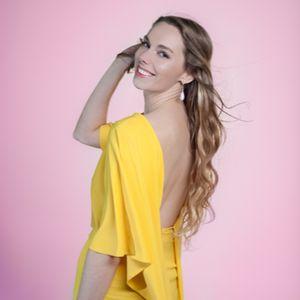 Lara Olivia Pianist