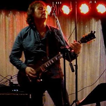 Gary Hind Singing Guitarist