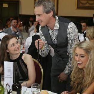 Martin Hinchliffe : Close Up Magician Wedding Magician