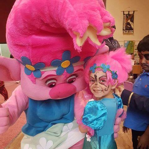 Pauls Puppets Children's Magician