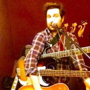 Dan Caney Singing Guitarist