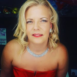 Emma Hornsby Female Vocalist Wedding Singer