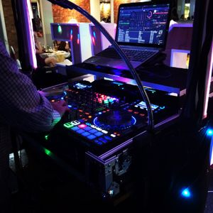 Hits Party Disco's Club DJ