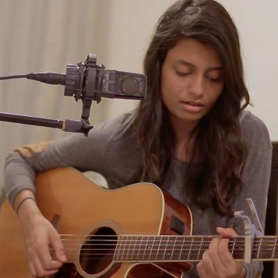 Mysha Didi Singing Guitarist