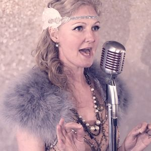 Lyndsay Moon - Vocalist Wedding Singer