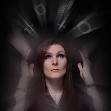 Katherine Rhodes Close Up Magician