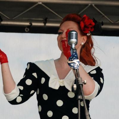 Fifi Sings Jazz Singer